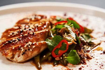 Spicy chicken breast with minted green beans, close-up. Banco de Imagens