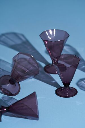 Vintage drinking glasses on blue background. Empty drink glasses with shadow Banque d'images