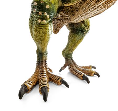ティラノサウルスの巨大な足、クリッピングパスと白い背景に隔離された恐竜のおもちゃ。