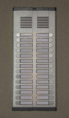 https://us.123rf.com/450wm/gefufna/gefufna1306/gefufna130600089/20485536-electronic-door-bell-of-a-small-apartment-building-.jpg?ver=6