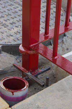 cartilla: Close-up foto de una valla met�lica preparar con pintura met�lica imprimaci�n para un trabajo de pintura personalizada.