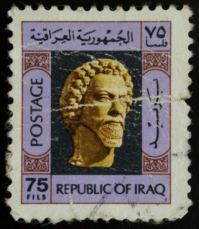 rey caricatura: Rep�blica de Irak sello 75 fils, muestra la estatua de oro