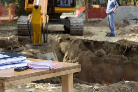 determining: Ingenieros Sitio realizan una funci�n t�cnica, organizativa y de supervisi�n de proyectos de construcci�n, estableciendo y determinando la ubicaci�n de las instalaciones de infraestructura y subterr�neas que participan en las operaciones de construcci�n.