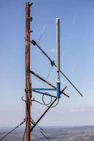 AFICIONADOS: Antena de radio amateur, Estación de Radio Amateur, VHF y UHF