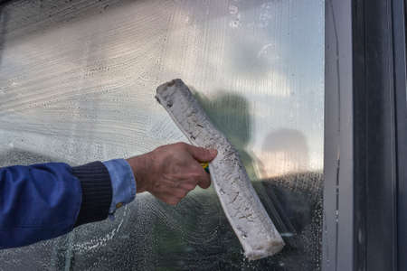 Hand cleaning window of a building, wash a window Standard-Bild