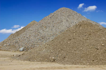 Tas de sable de construction de la construction. Sable de construction. Banque d'images