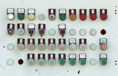 control panel: Panel de control de la m�quina antigua de metal con botones e interruptores, panel de control r�stico. Hecho en el estilo vintage. Foto de archivo