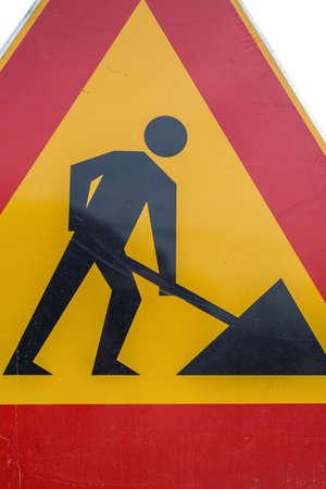 Straßenarbeiten im Bau, zeigen und den Fahrer warnen, zu verlangsamen. In Arbeit. Standard-Bild - 51012104