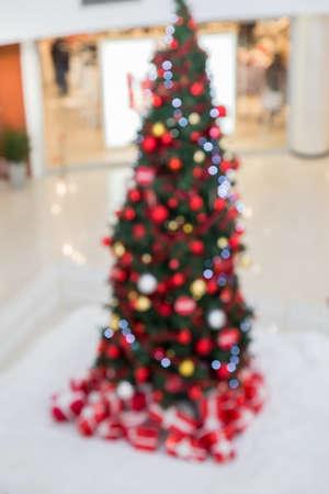 Bokeh Weihnachtsbaum im Einkaufszentrum, Urlaub abstrakt. Standard-Bild - 51012138