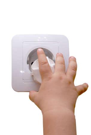 prise de courant: Children's main symbolisant danger d'un courant �lectrique Banque d'images