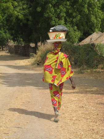 cameroon: donna africana