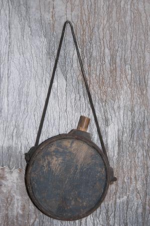 old wooden wine bottle hanging on the wall Zdjęcie Seryjne