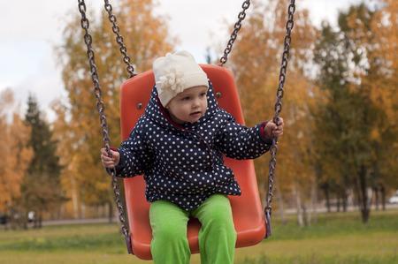 little girl swinging Zdjęcie Seryjne