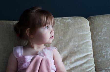 portrait of a little girl looking away Zdjęcie Seryjne