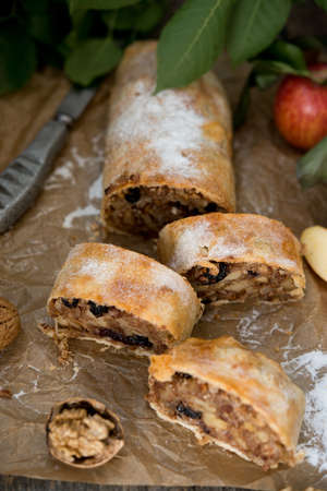 Homemade Austrian Apple strudel with raisins and nuts Stockfoto