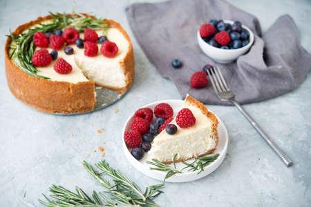 Homemade cheesecake new York decorated with berries Stockfoto