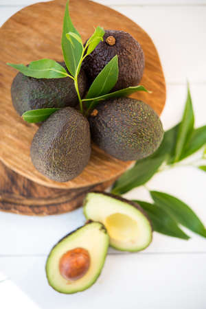 Haas avocado on a wooden board, natural products, selective focus, top view Zdjęcie Seryjne