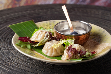 Dumplings. Traditional meat dish of Central Asian cuisine. 免版税图像