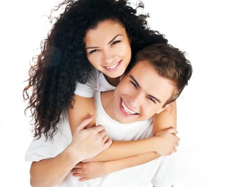 donna innamorata: bella giovane coppia in amore