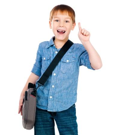 mochila escolar: niño con una bolsa en el fondo blanco