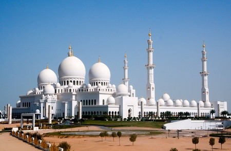 blue mosque: view of Sheikh Zayed mosque in Abu Dhabi