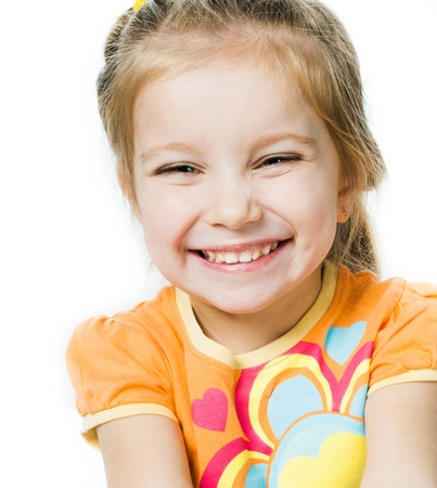caras felices: Sonriente ni�a a en fondo blanco