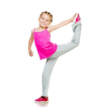 Beyaz zemin üzerine küçük kız yapıyor jimnastik Stock Photo