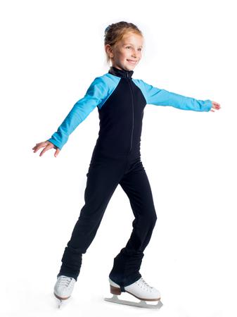 niños danzando: Niña en patines aislados en un fondo blanco