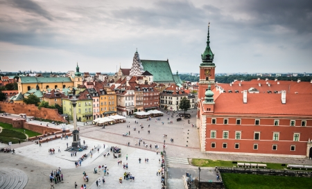 polska monument: Castle square  plac Zamkowy  in Warsaw old town, Poland