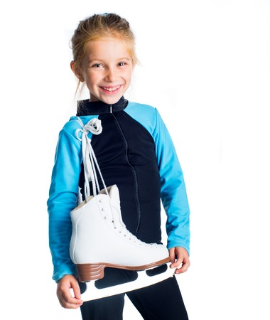 patinaje sobre hielo: Ni�a con patines aisladas sobre fondo blanco