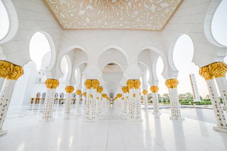 아름다운 열 아부 다비, 아랍 에미리트의 수도에있는 셰이크 자이드 모스크