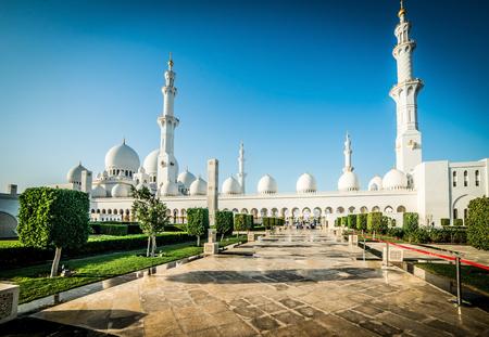 muslim pray: Sheikh Zayed Grand Mosque in Abu Dhabi, the capital city of United Arab Emirates