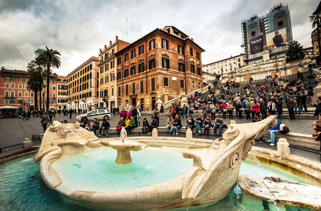 spagna: Rome, Italy - November 17, 2014: Piazza di Spagna, is one of the most famous squares of Rome. It owes its name to the palace of Spain, Embassy of the Iberian is here Editorial