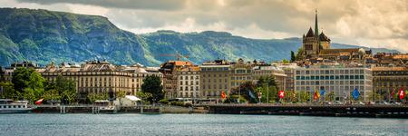 ジュネーブ、スイス連邦共和国 - 2014 年 5 月 11 日: モダンな堤防やジュネーブ、スイス連邦共和国の中心部のパノラマ ビュー