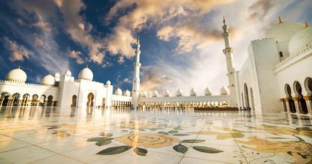 Gran Mezquita Sheikh Zayed en Abu Dhabi Foto de archivo - 39648233