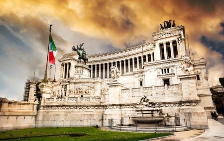 vittorio: Monumento Nazionale a Vittorio Emanuele 2 at sunset