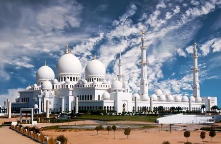 Vista della Moschea Sheikh Zayed di Abu Dhabi Archivio Fotografico - 45389121