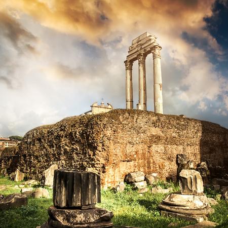 Forum romain au coucher du soleil à Rome, Italie
