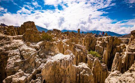 Sunshine view of rocky Moon Valley scenery near La Paz in Bolivia Imagens