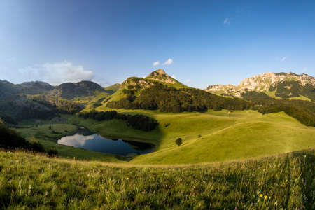 Orlovacko lago en el Parque Nacional de Sutjeska Bosnia y Herzegovina Foto de archivo - 62223358