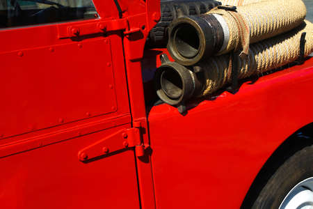 Detail of old vintage firetruck with fire hose Banque d'images - 129561478