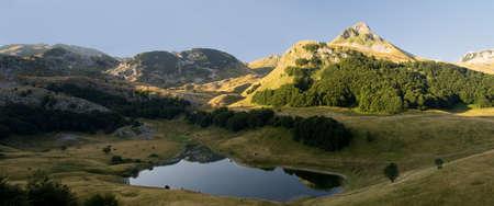 Orlovacko lake in Sutjeska national park, Zelengora mountain 스톡 콘텐츠