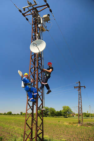 Two electricians Routing improvement using directional antennas