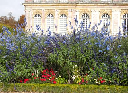 national landmark: Versailles - bellissimo castello francese e giardini. Punto di riferimento nazionale della Francia.