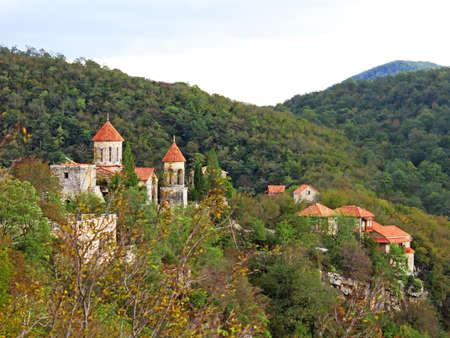 Motsameta monastery near Kutaisi, Georgia Imagens