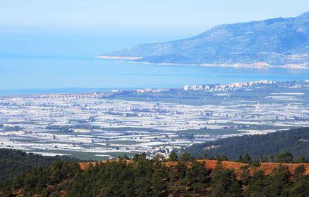 suelo arenoso: Vista de la ciudad Kumluca, Turqu�a. La ciudad, antes el pueblo de Sarkavak, se llama as� por su suelo de arena (es decir, la arena, en turco), bueno para las sand�as crecen. Foto de archivo