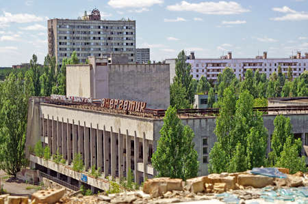 Blocks of houses in Pripyat ghost town of Chornobyl Exclusion Zone, Ukraine Banco de Imagens - 82908948
