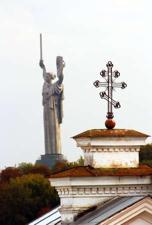 Cross of Kiev-Pechersk Lavra and the monument, Kyiv, Ukraine Stock fotó - 85535158