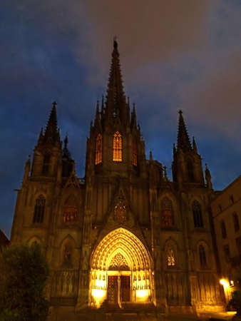 Cathedral of the Holy Cross and Saint Eulalia at night, Barcelona, Spain Standard-Bild