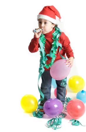 サンタ クロースはプレゼントが付属していますように彼のクリスマスの木を飾るに小さな男の子 写真素材